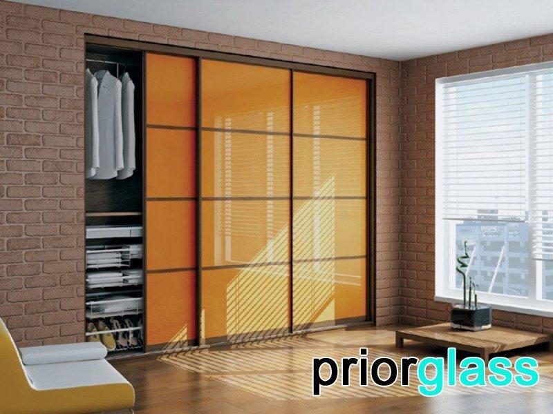 Цветное стекло в интерьере квартиры - фото