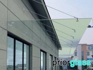 Длинный стеклянный козырек на 18 подвесах - фото