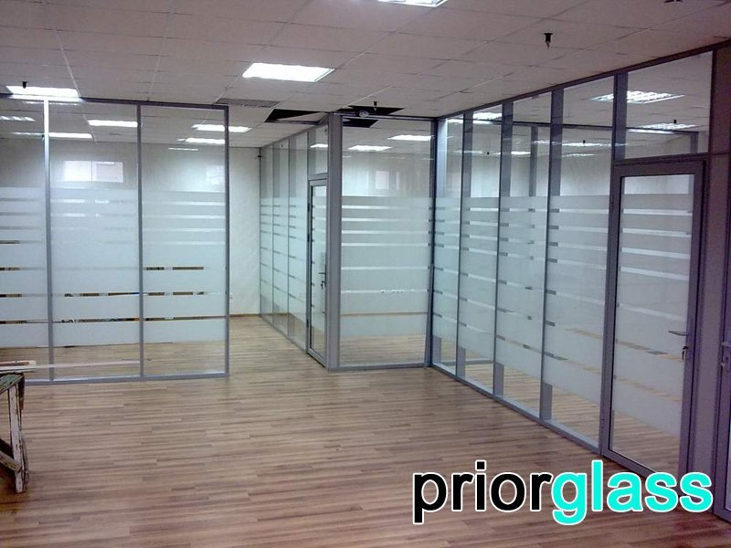 Офисные стенки из матового стекла от Приоргласс - фото