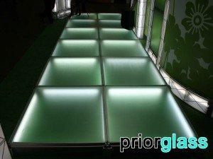 полы из стекла с подсветкой