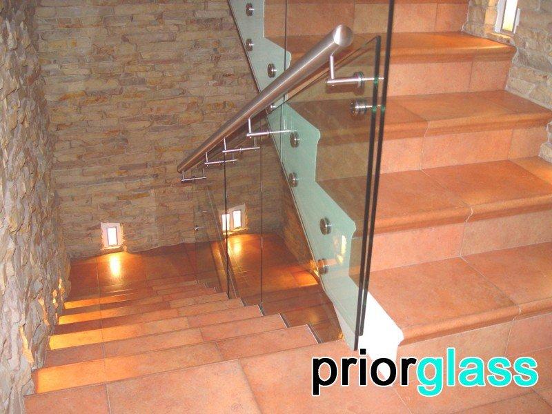 закаленное стекло на лестницу