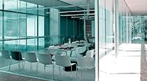 светопрозрачные конструкции из алюминиевого профиля для инерьеров в офисах