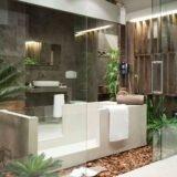 оригинальный дизайн ванной комнаты со стеклянной перегородкой
